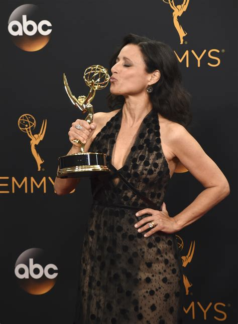 actress julia louis dreyfus julia louis dreyfus honors her father at emmys daily