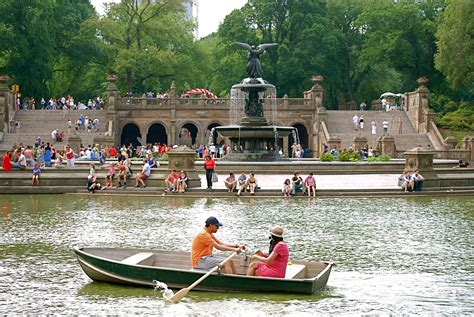 Central Park Lake Boat Rental by Nyc Nyc Boating On The Lake In Central Park