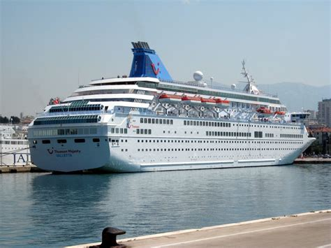 Ship Accident by Cruise Ship Accident In The Canary Islands Leaves 5 Dead