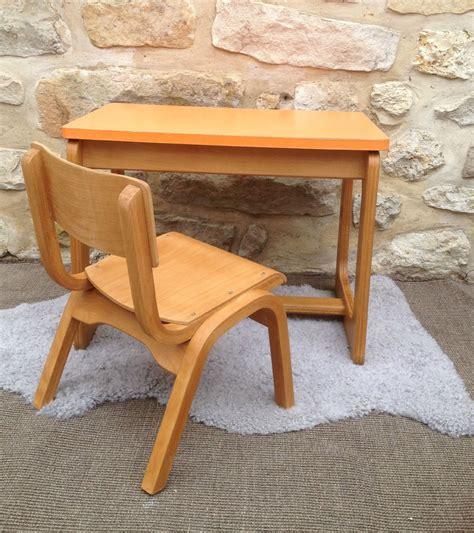 chaise bureau orange petit bureau enfant avec plateau formica orange et sa