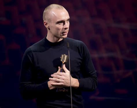 Uz Zelta Mikrofona balvu kategorijā Radio hits pretendē ...