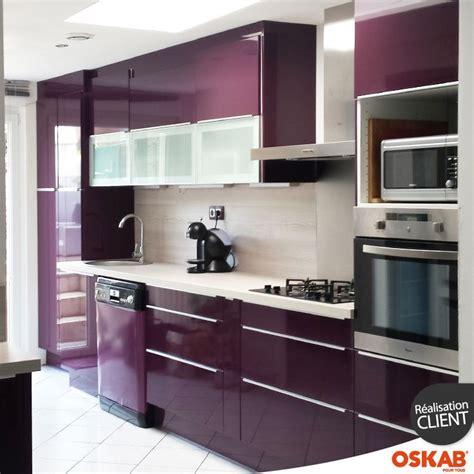 cuisine aubergine et grise cuisine couleur aubergine ultra moderne et colorée