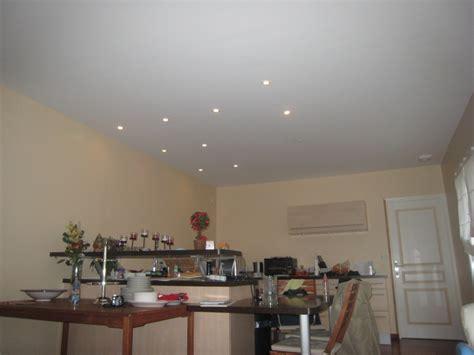 eclairage faux plafond cuisine photos de spots basse conso dans la cuisine faux plafonds 8 messages