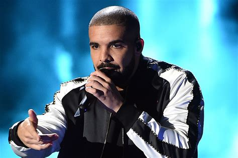 Drake Nabs 10 Early Trophies At 2017 Billboard Music Awards