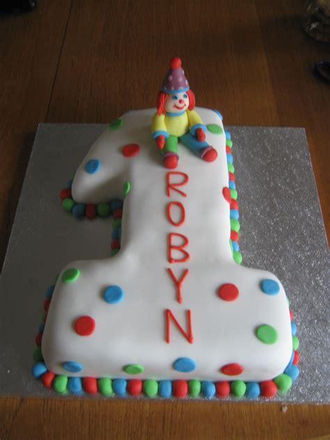 robyns ist birthday cake  great british bake