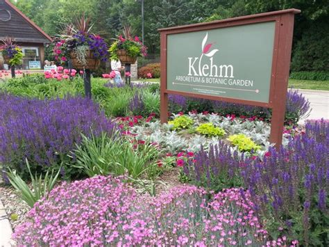 klehm arboretum and botanic garden entrance to klehm in june picture of klehm arboretum