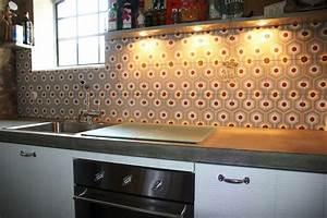 Fliesenspiegel In Der Küche : zement und beton in der k che ja casa 1 zementfliesen als fliesenspiegel in dieser k che mit ~ Markanthonyermac.com Haus und Dekorationen