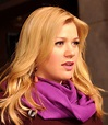 Singer Kelly Clarkson Cancels Concerts Due to Vocal Cord ...