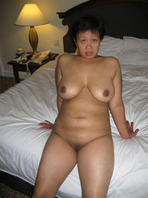 Asia Porn Photo Nude Mature Indonesian maid