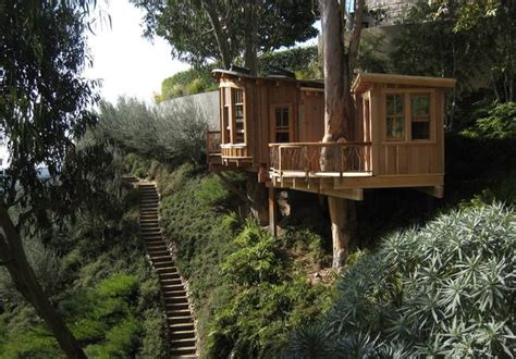 Pete Nelson's Tree Houses Let Homeowners Live The High
