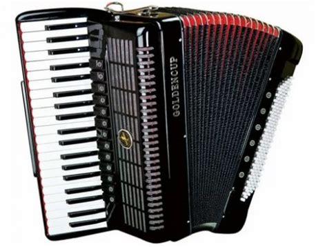 Cara memainkan pianika adalah dengan meniup lubang angin sambil menekan tuts berwarna hitam dan atau putih untuk menghasilkan suara atau nada. Alat Musik Ritmis Adalah Jenis Alat Musik Yang Memiliki Fungsi Memainkan Unsur - BLENDER KITA