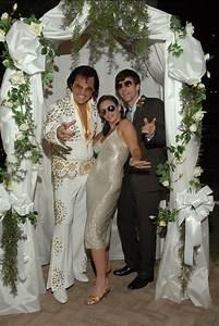 Wedding in las vegas for Elvis wedding chapel las vegas