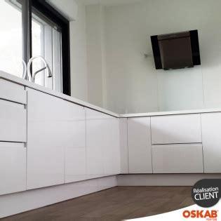 cuisine oskab cuisine toute blanche sans poignee avec hotte design oskab