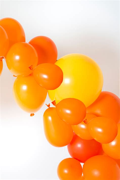 diy pumpkin balloon backdrop