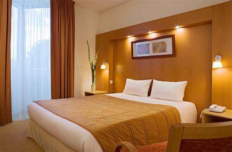 chambre d hotel lyon hôtel lyon 4 étoiles chambre d 39 hôtel lyon l 39 isle d 39 abeau