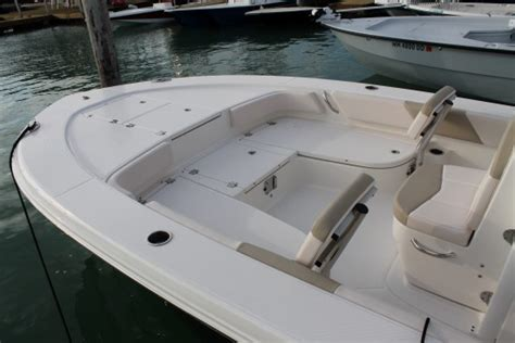 Bay Boats With Front Seating by Robalo 246 Cayman 2017 2017 Reviews Performance Compare