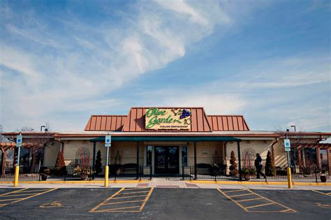 olive garden restaurants olive garden has middle class problems