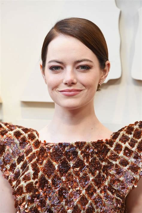 Emma stone stars as the titular character with emma thompson playing her nemesis, fashion designer. Emma Stone's Short Haircuts and Hairstyles - 15+