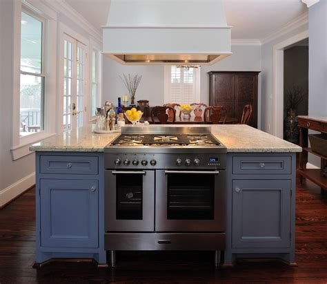 double oven  stove top  traditional kitchen