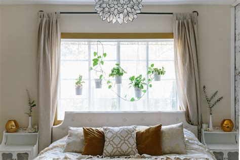 Bedroom Decorating Ideas Bed Window by Bedrooms With The Bed Against The Window Apartment Therapy