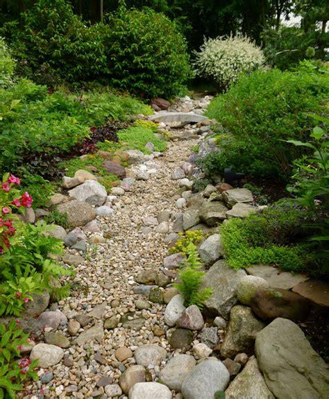 stunning dry creek landscaping ideas