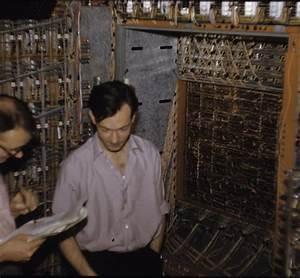 File:EDSAC 2 open with engineers.jpg