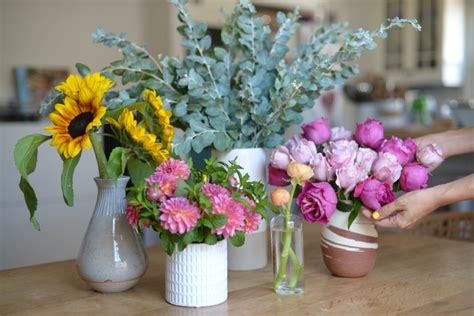 Flowers In Small Vases by The 5 Vases You Need For Fresh Flowers Cupcakes