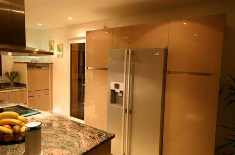 cuisine avec frigo americain integre réalisation d une cuisine intégrée contemporaine