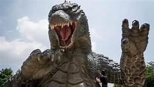 Original Godzilla suit actor Haruo Nakajima dies - BBC News