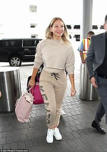 Sia looks youthful at LAX after filing for divorce ...