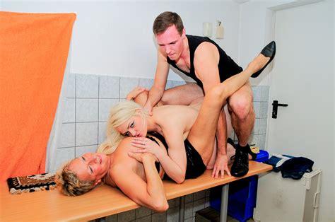 reife swinger dirty german mature ladies share cock in the