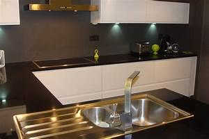 Plan De Travail Marbre Noir : cuisine laqu e blanche plan de travail granit noir photo ~ Dailycaller-alerts.com Idées de Décoration