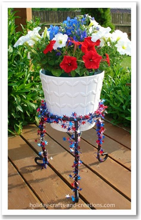 July Decorating Ideas Using Wired Star Garland