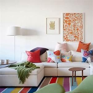 deco du salon en couleur gris rouge orange bleu With tapis rouge avec vente de coussin pour canapé