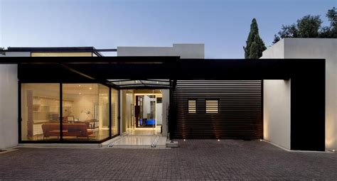 single storey home  flat roof  future vertical expansion
