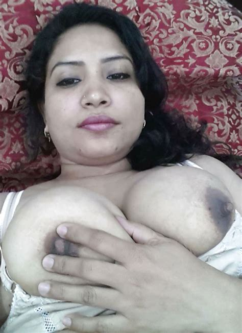 Hot Desi Bhabhi Sexy Tits Photos Indian Collection