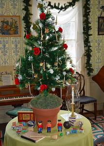How, Christmas, Decorations, Evolved, Through, The, 1800s