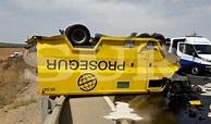 La colisión de un turismo con un furgón blindado deja un ...