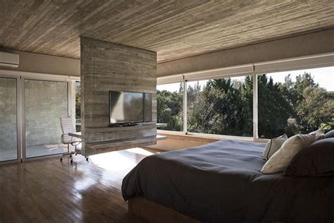 Fernseher Mitten Im Raum Aufstellen by Design Detail A Hanging Concrete Room Divider Contemporist