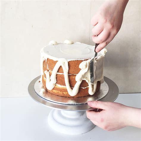 crumb coat  cake  basic guide  lily vanilli