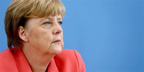 """German chancellor angela merkel, whose office released the photo on instagram, is leaning over a desk, appearing as though she is lecturing him. G7, Merkel scarica Trump: """"non ci possiamo fidare"""" 
