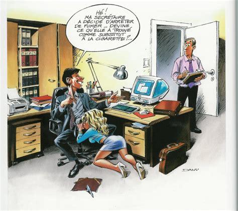sous le bureau substitut secretaire humour en pièces jointes