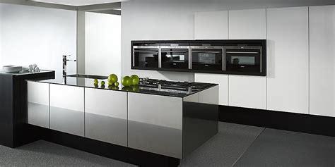 isla de cocin balance cube en blanco  negro alto brillo