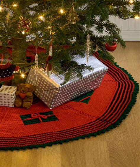 knitted christmas tree skirt pattern a knitting blog