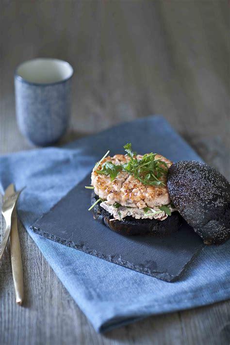 cuisine seiche les burgers de l 39 été le burger saumon méditerranée encre