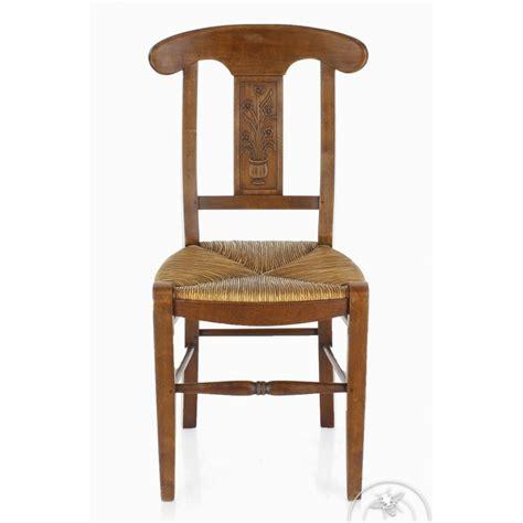 chaise en bois et paille chaise ancienne bois et paille vase de fleurs saulaie