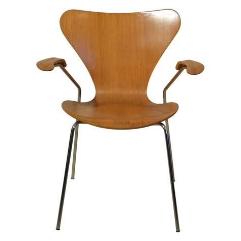 chaise jacobsen chaise à accoudoirs quot série 7 quot arne jacobsen ées 70