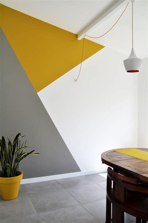 forme geometrique en peinture au niveau de la salle