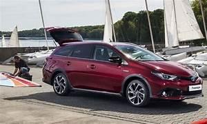 Toyota Auris Break Hybride : toyota auris freestyle le break hybride s offre une s rie limit e ~ Medecine-chirurgie-esthetiques.com Avis de Voitures