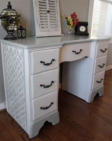 bureau blanc et bois relooking de bureau comment relooker un vieux bureau